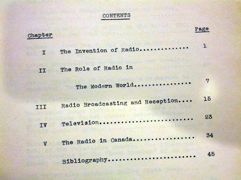 ToC, Radio, grandma's high school thesis, 1940 -Amica - Toronto -Ontario - Canada publicado por Cory Doctorow no site Flickr distruibuído por licença Creative Commons.