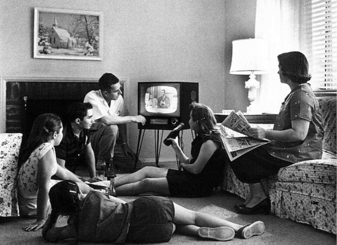 Family_watching_television_1958 by_Evert_F_Baumgardner