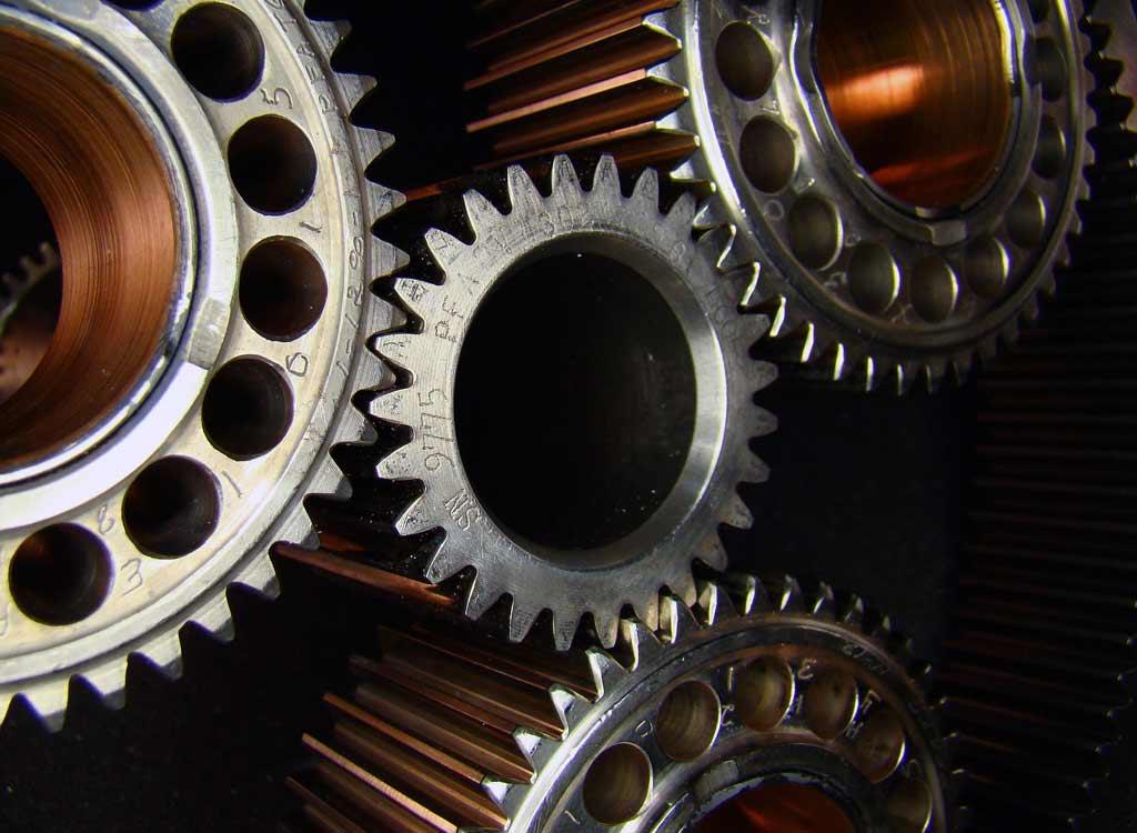 "Imagem: ""Reduction gears on Pratt & Whitney Canada PT6 gas turbine engine."" de Sparkignitor. Mais detalhes: Wikimedia Commons"